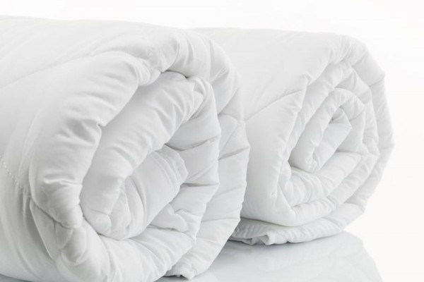 Duvets are ideal for use in areas with cold weather. The standard sizing is 60 inches x 80 inches for a single blanket. A blanket for two people is 70 inches x 90 inches and 90 inches x 100 inches.