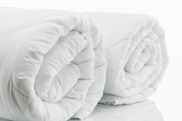 ผ้าห่มนวมเหมาะสำหรับใช้ในพื้นที่ที่มีอากาศหนาวเย็น หรือห้องที่มีเครื่องปรับอากาศ ผ้าห่มนวมนั้นโดยส่วนมากจะเลือกให้เป็นแบบเดียวกับผ้าปูที่นอนและปลอกหมอน เพื่อให้มีความสวยงาม  ขนาดมาตราฐานสำหรับห่มคนเดียว คือ 60นิ้ว x 80นิ้ว  ขนาดสำหรับห่ม 2 คน คือ 70นิ้ว x 90นิ้ว และ 90นิ้ว x 100นิ้ว