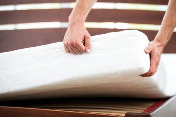 ที่นอนมีตั้งแต่ขนาด 3ฟุต ถึง 6ฟุต ความหนาจะอยู่ประมาณ 8-10 นิ้ว ส่วนด้านในของที่นอนนั้นมีให้เลือกหลายหลายชนิด ตั้งแต่ สปริง, ยางพารา, ฟองน้ำ เป็นต้น